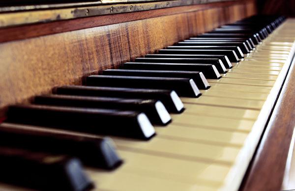 音乐可以对情绪有很大影响。好的音乐让人体释放安多酚、多巴胺等物质,舒缓神经、提升喜悦。(Shutterstock)