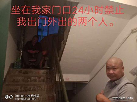 無錫訪民王彩霞家門口堵著人不讓出門。(受訪者提供)