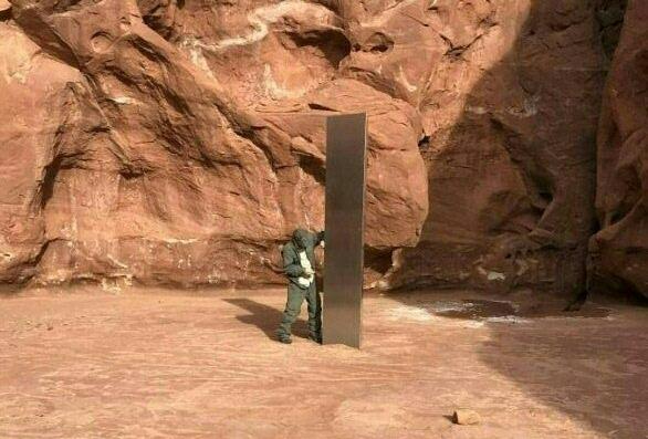 天外飞来的? 美国沙漠惊现神秘金属巨柱