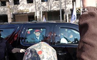 組圖:50萬人籲停止竊選 川普乘車微笑經過