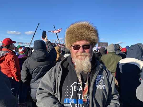 特朗普2020年11月2日賓州集會現場民眾拉爾夫·格拉夫(Ralph Graver)。(李桂秀/大紀元)