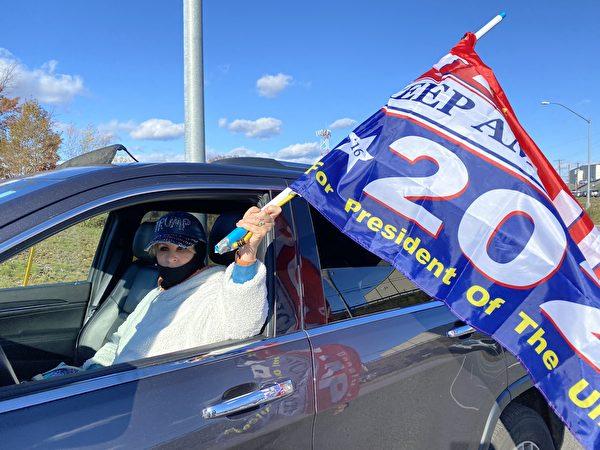 特朗普2020年11月2日賓州集會現場民眾卡拉·戈德巴赫(Karla Goldbach)。(李桂秀/大紀元)