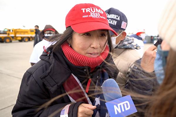 2020年11月2日,挺川人士井田優加理(Yukari Ida)到賓州的斯克蘭頓國際機場時,接受大紀元媒體集團採訪。(宋昇樺/大紀元)