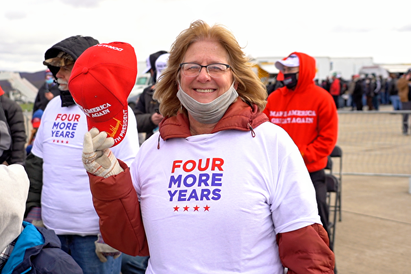 2020年11月2日,支持特朗普總統連任的民眾參加在賓州斯克蘭頓的造勢集會。(宋昇樺/大紀元)