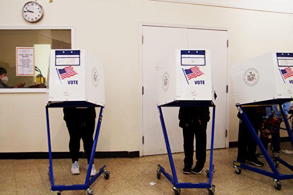 纽约华埠孔厦投票站  选民:排队时间比预期短