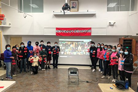 """现场与网路的学员一同展示学习成果,并为期两天的""""2020年海外青年台湾文化研习营""""画下完美句点。"""