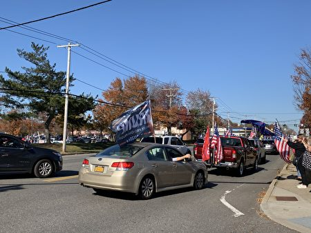 大批挺川人士8日在長島舉行上千輛車遊行,支持川普,譴責偷票。