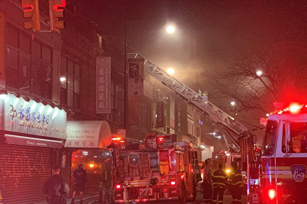 纽约法拉盛38大道酒吧  深夜突发四级大火
