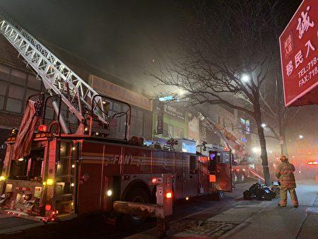 超过20台消防车到场救火。