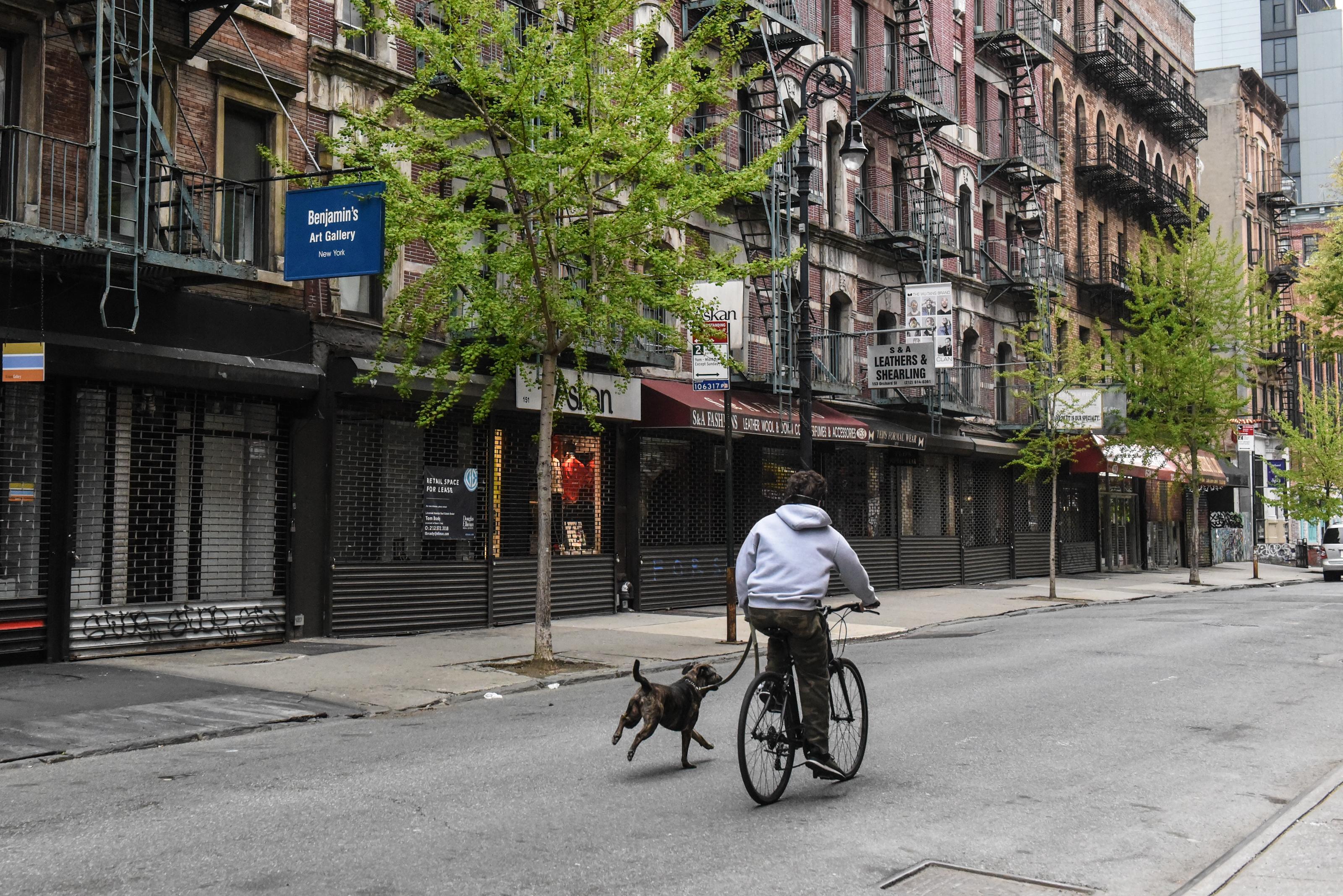 全球70萬人簽名反對疫情期間的封城措施。圖為今年四月份封城時期的紐約街頭。(Getty Image)