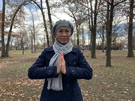 郭小芳表示,她是在2009年中共迫害法轮功第十个年头那年在北京得法的,她用生命的实践证实法轮功是高德大法。