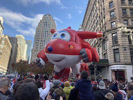 图为2019年11月28日纽约梅西感恩节大游行。