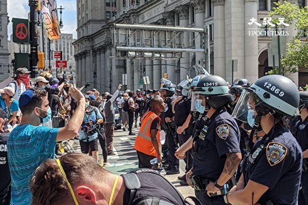 黑命贵抗议 导致市警加班费暴增至1.79亿美元