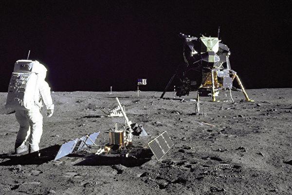 2400张NASA未公开太空照 佳士得网上拍卖