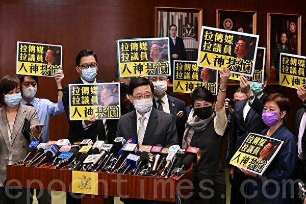 组图:铿锵集蔡玉玲遭捕 港民主派议员抗议