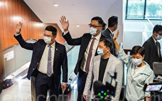 组图:港立法会民主派议员12日递交辞职信