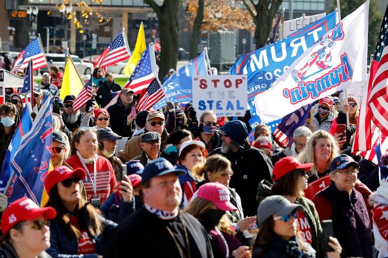 組圖:美國民眾挺特朗普集會 抗議大選舞弊