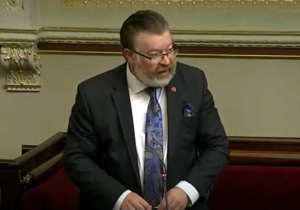 2020年11月11日,澳洲維州立法會議員菲恩先生(Bernie Finn)在議會發言時稱:「世界上很少有像中共這樣的政府卑鄙地迫害人權」。(明慧網)