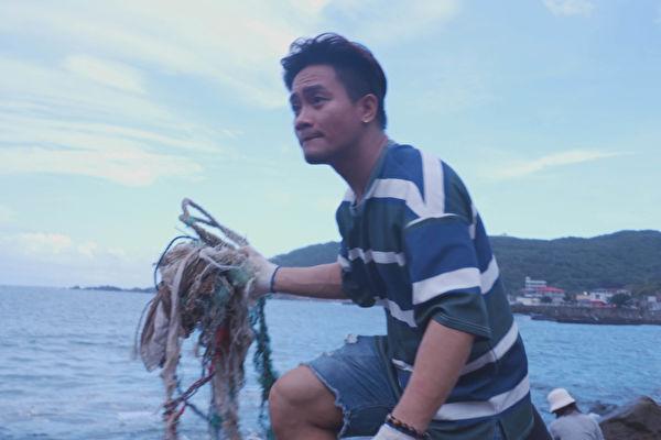 净滩发现刚断气的海龟 大Q秉洛和KID心沉痛