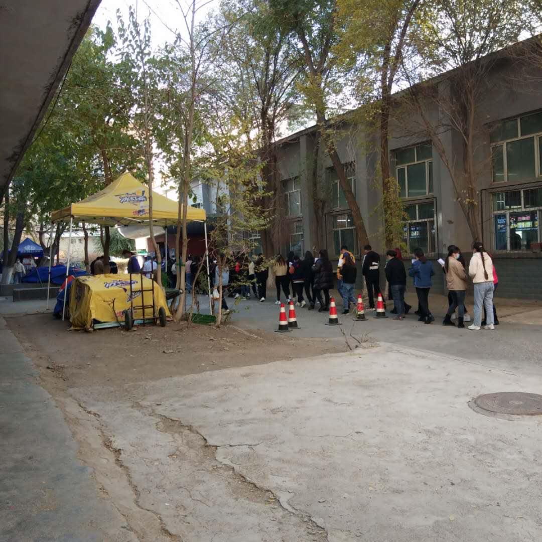 【一線採訪】新疆大學封校半年 學生崩潰喊跳樓