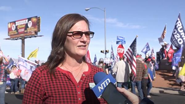 內華達州選民瑪茲(Denise Mraz)不滿當前初步計票結果。(張文剛/新唐人電視台)