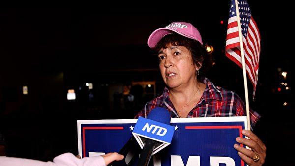 哈斯金斯(Julie Haskins)質疑,計票處允許民主黨支持者進出、參與監票,卻禁止任何共和黨人進門,明顯有問題。(新唐人電視台)