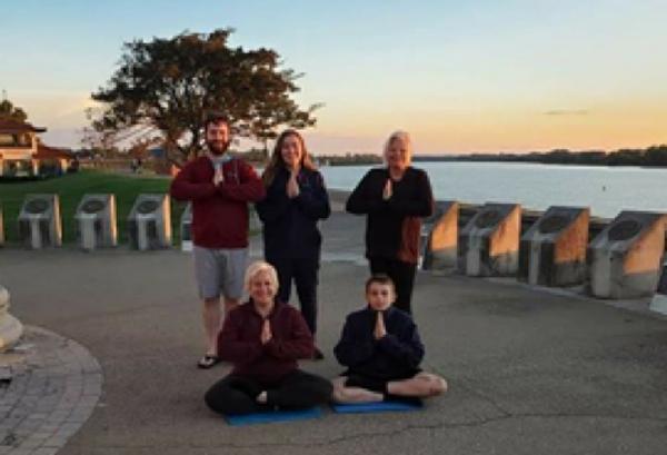 美國印第安納州勞拉·馬克特(Laura Market,後排左二),馬特·誇爾斯(Matt Qualls),女兒薩拉(Sarah)和兒子本(Ben)。(本人提供)