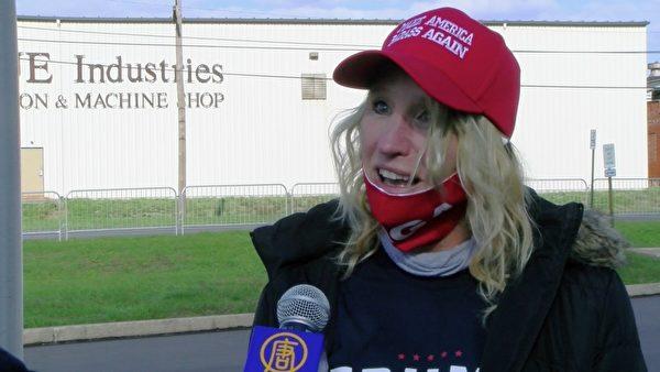 當地居民凱茜·佈雷克(Cathy Breck)說,特朗普總統「幫助所有人,也鼓舞著所有人」。(李蘇菲/大紀元)