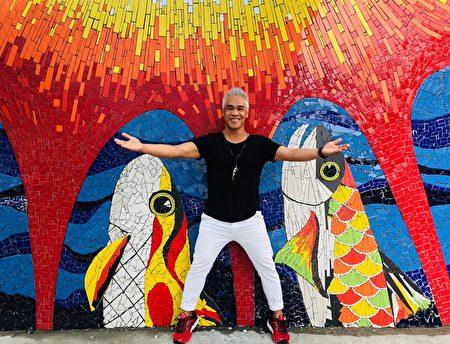 优席夫说,这面艺术墙将被华信航空的空中杂志作为封面,并以专题报导,见识到艺术的力量,与部落族人团结的成果被外界看到。