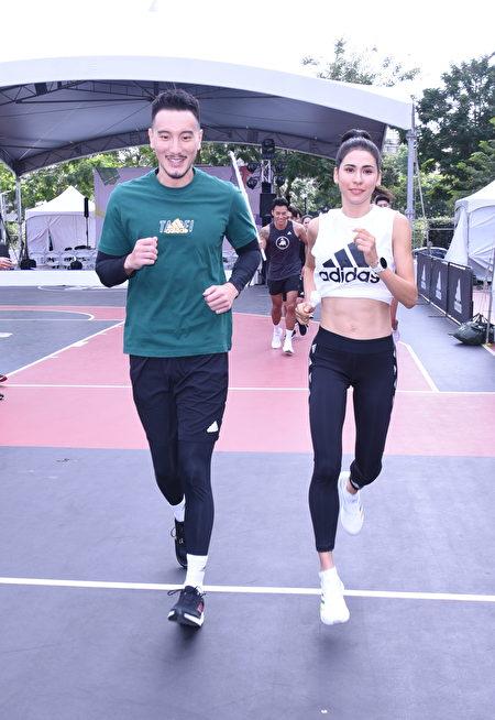 王陽明(左)與模特兒雷理莎4日出席路跑活動。