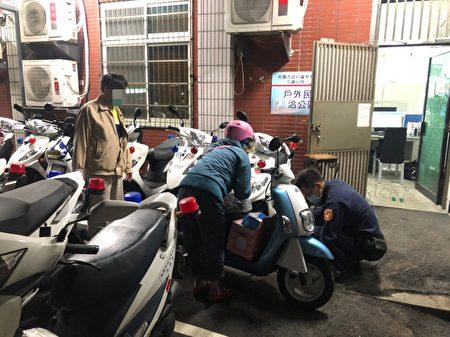 平镇警分局巡逻员警先是安抚陈妇的情绪后,并护送陈妇至医院,再协助陈妇将电动车推回派出所充电。