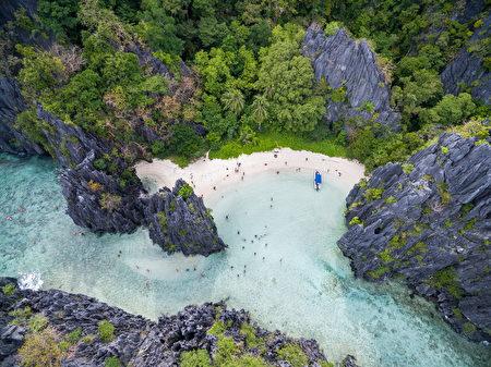 巴拉望被譽為菲律賓最後的天堂淨土。更連續2年在《Travel+Leisure》「世界10大最佳島嶼」排行榜中奪冠。