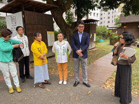 立委劉建國聽取各界關心歷史建築活化者的意見。
