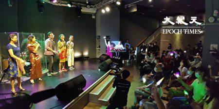 活動表演由5名境外生演唱計畫形象歌曲揭開序幕,台下觀眾隨著歌聲揮舞螢光棒,形成一片光海,場面頗為熱鬧。