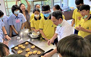 天冷烤「司康」 吳寶春偏鄉教孩子玩烘焙