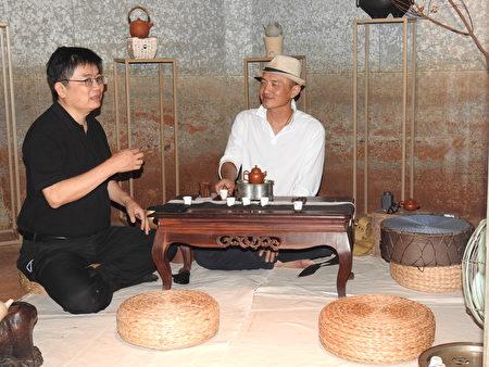 """""""高山茶都.嘉义""""博茶会活动中,在茶食馆内体验高雅的品茗之乐。"""