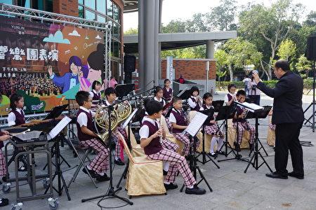 镇西国小管乐队精彩的演出为宣传活动揭开序幕!