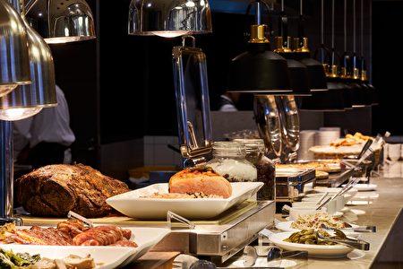 百宴自助餐廳消費滿3,000元,可轉動風火輪搖珠機挑戰您的手氣,搖中含有「3」支號碼球即可折抵消費300元。