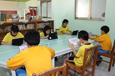 学生享受学习英文的乐趣