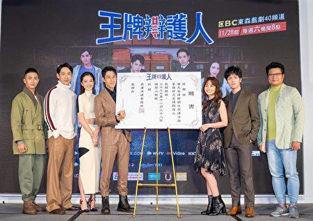 《王牌辯護人》26日舉辦首映記者會。