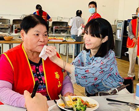 愛心人士關懷與服務華山的成員。