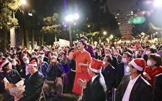 壯觀!十米高紅寶石聖誕樹點亮北科大