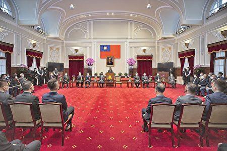 台灣中油董事長歐嘉瑞暨總經理李順欽及多位企業主貴賓於總統府內聆聽總統致詞