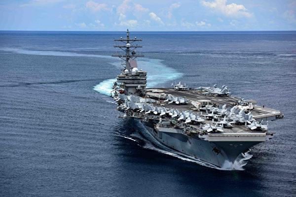11月14日,美军公布航空母舰里根号(CVN 76)返回日本横须贺港,特意选用了7月3日穿越菲律宾圣贝纳迪诺海峡的图片。(美国海军)