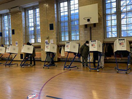 紐約華人社區法拉盛的大投票站(林丹/大紀元)