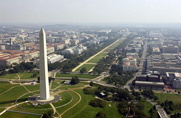 以華盛頓D.C.國會大廈為背景的華盛頓紀念碑的航拍照片。(Andy Dunaway/USAF via Getty Images)