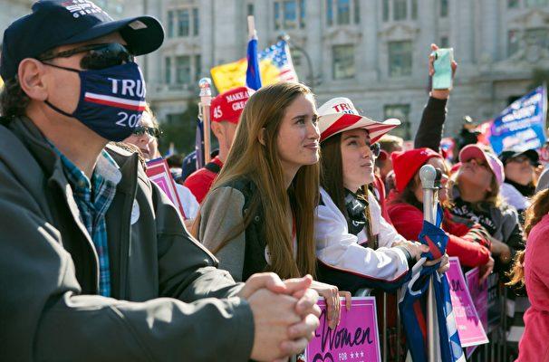 11月14日,來自美國各州的數十萬選民齊聚華盛頓DC自由廣場,舉行盛大集會。(李莎/大紀元)