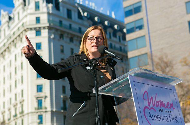 「美國母親(Mom for America)」組織的副總裁Debbie Kraulidis(李莎/大紀元)