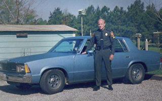 美國75歲警官從警50年 老當益壯堅守崗位