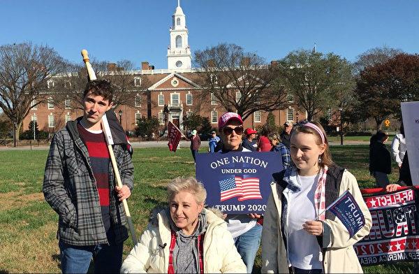 2020年11月14日,在特拉華州府多佛市舉辦的「停止竊選」(Stop The Seal)集會上,選民戴安·韋瑟羅(Diane Weatherlow)說,美國大部份人民不會選擇社會主義。(楊茜/大紀元)